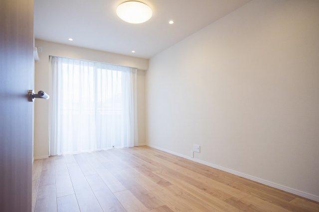 パーク・ハイム中野富士見町:約7.4帖の洋室にはウォークインクローゼット・窓が付いております!