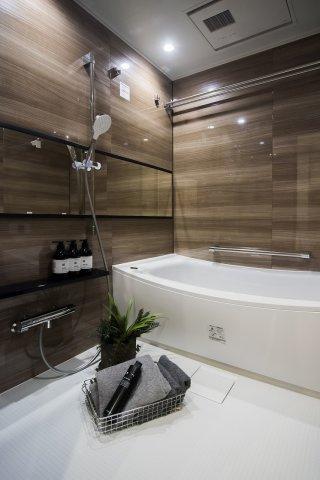 パーク・ハイム中野富士見町:雨の日のお洗濯ものを干すにも便利な浴室乾燥機・追い焚き機能付き浴室です!