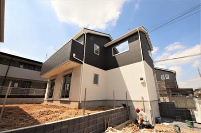 第1種低層住居専用地域は高さに制限のある区域。周りは低層の家が多いため日当たりや風通しも良く、快適な新生活を送ることができそうです。