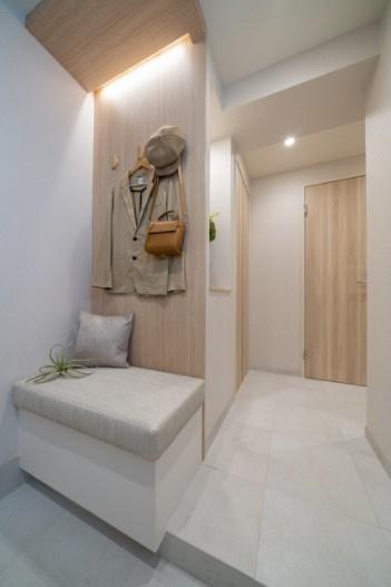西荻窪マンション:玄関にはシューズインクローゼットがあり靴もスッキリ収納可能です!