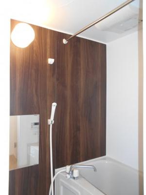 浴室は乾燥機能付きです ※写真は同タイプの別のお部屋です