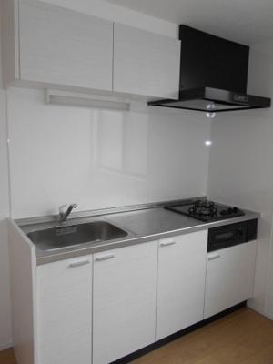大きくて使い勝手の良いキッチンです ※写真は同タイプの別のお部屋です
