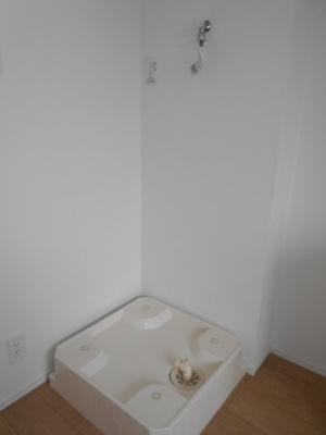 洗濯機置場は室内です ※写真は同タイプの別のお部屋です