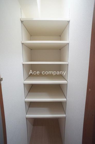 【玄関ホール収納】履物置きに♪便利な可動式の棚です♪