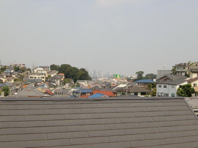 ルーフバルコニーからの眺望。川崎駅方面が見渡せます。