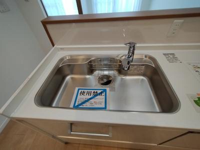 幅広シンクで洗い物も楽です。