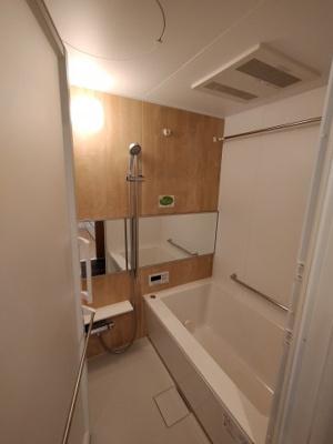 リフォームされた浴室には浴室浴室乾燥機も付き洗濯物も干せます。