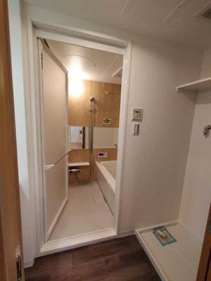 新規交換の浴室。とても綺麗です。