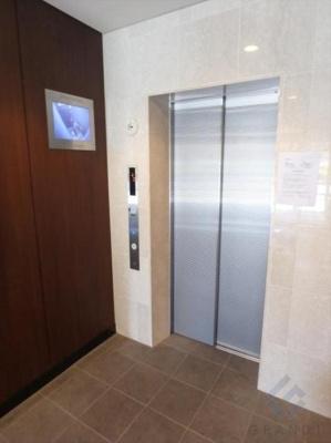 エレベーターもモニター付きで安心♪