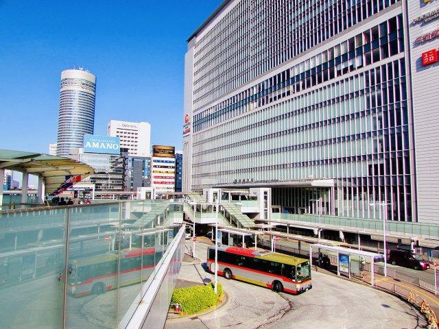 JR横浜線、市営地下鉄ブルーライン、東海道新幹線が乗り入れる新横浜駅。来年からは東急・相鉄直通線が乗り入れ予定ですので渋谷まで乗り換えなしでアクセスできます。