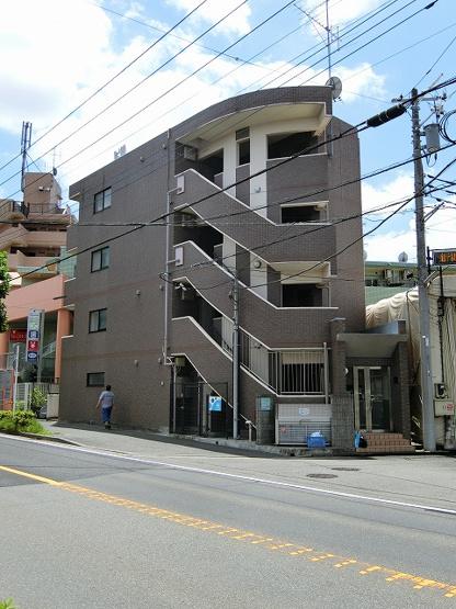 南武線線「久地」駅より徒歩2分の好立地!便利な立地の4階建てマンションです♪通勤通学はもちろん、お買い物やお出かけにもGood☆
