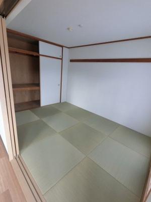 琉球畳は洋風のリビングとも調和します。