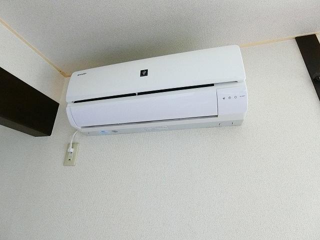 リビングダイニングキッチンには暑い夏や寒い冬に大活躍のエアコン付きです☆冷暖房完備で1年中快適に過ごせます♪※参考写真※