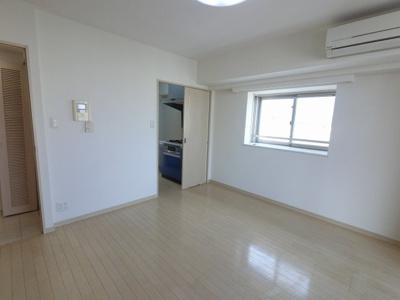 10.7帖の洋室です。 子供部屋やワークスペースとしても活用できます。