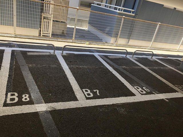 いつでも目の届く敷地内に駐車場を完備しています♪屋内なので、雨の時の乗り降りもらくらく♪