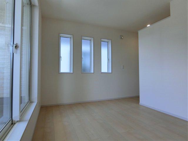 2階6帖の洋室(南側)です。こちらのお部屋もWICがあります。