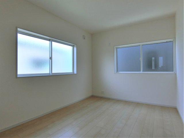 2階6帖の洋室(北側)です。
