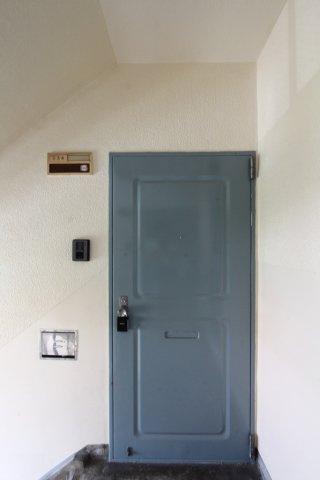 日常生活で健康的な暮らしが送れる3階部分のお部屋です。 TVモニター付きインターフォンで来客時も確認ができ、女性の方でも安心ですね。