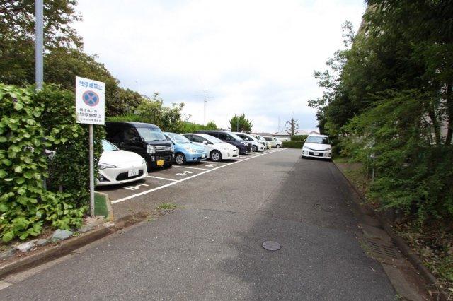 駐車場もご利用いただけますので、お車をお持ちの方でも安心です。 また、バイク・自転車置き場もございます◎