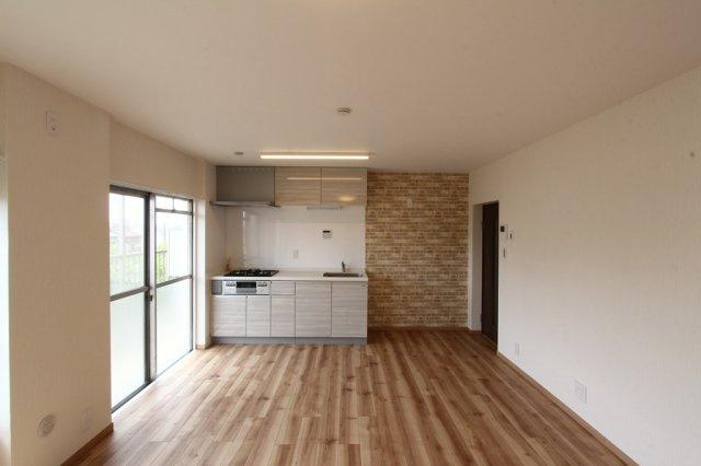 ◆リフォーム済み◆壁付けキッチンで空間を空間を無駄なく利用したスマートな中古マンション。R2年7月外壁等大規模修繕工事実施済みにつき、管理体制良好◎