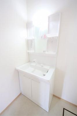 独立洗面化粧台 脱衣スペース広々
