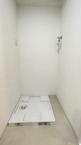 洗濯機スペースは上部に棚をつけると便利そう