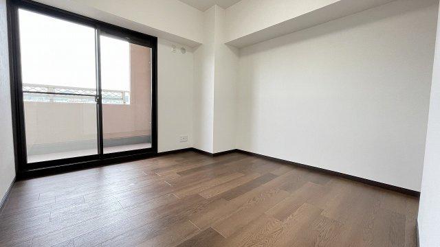 居室2部屋もバルコニーに面していて明るいです
