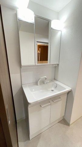 新品洗面台は鏡裏収納が充実しています