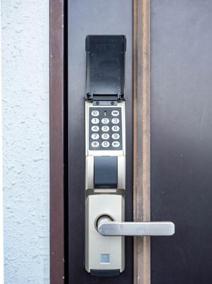 鍵を持たない無くさない、暗証番号式edロック採用