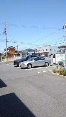 【駐車場】シャン・ド・フルール B