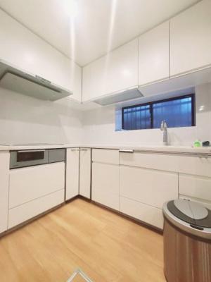 キッチンの写真です♪ パナソニックLクラスキッチンです♪ L字型キッチンの為ストレスなくお料理が出来ますね♪
