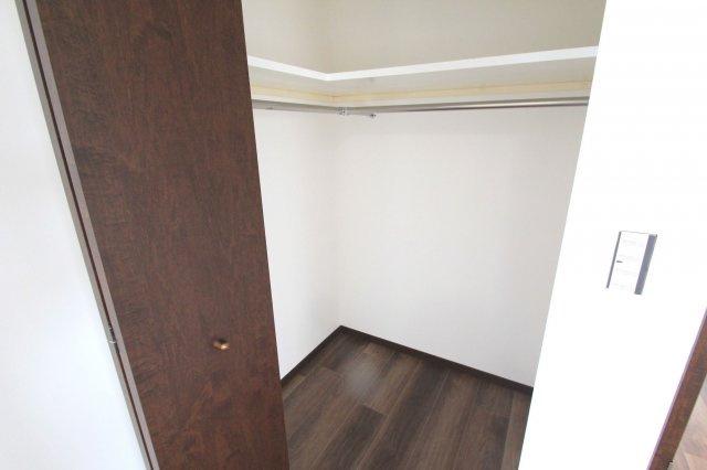 上階の洋室はどちらも大容量のウォークインクローゼットが設置されています。実際にお住まいされる多くのご家庭に喜ばれる設計です♪