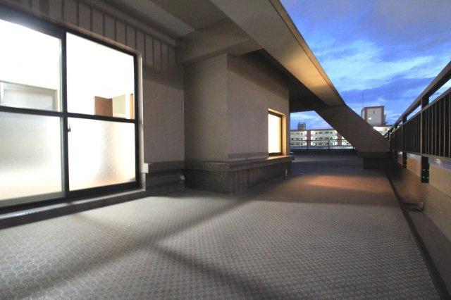 最上階ならではの開放感!この眺望、陽当たり、開放感はぜひ現地でご確認ください。
