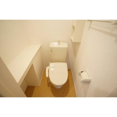 棚が便利なお手洗い