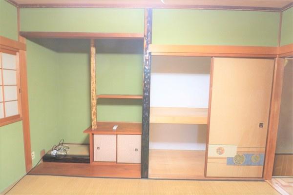 【和室】 2階和室の大きな押し入れと床の間♪