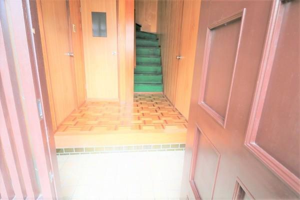 【玄関】 広々とした玄関です♪