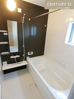 バス(同仕様) 浴室暖房乾燥機も付いたお風呂場です。 一日の疲れを癒すには十分な広さですね。