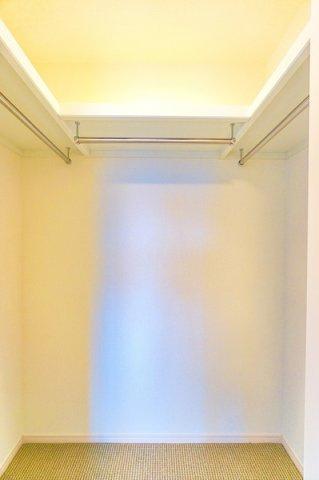 憧れのWICは、お部屋の中もスッキリと使用して頂けます。 お洋服以外にも収納できるのもありがたいですね!