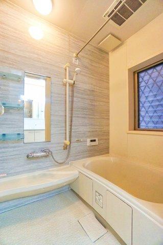 広々としたバスルームで一日の疲れをいやして下さい! もちろん、雨の日に大活躍の浴室乾燥機付きです!