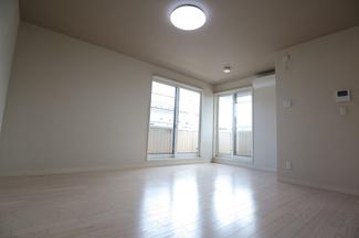 千葉市中央区長洲 中古一戸建て 本千葉駅 2階上がってすぐの洋室です!