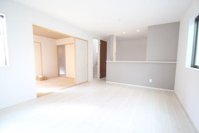 【居間・リビング】厚木市林4丁目 新築戸建て  全1棟 【仲介手数料無料】