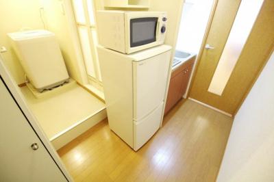 冷蔵庫、電子レンジ、洗濯機を完備しています。