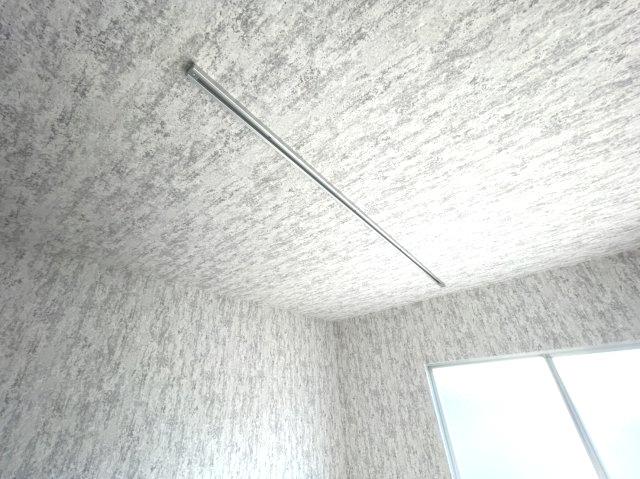 ダクトレールで好きな位置に照明を取り付けて頂けます♪