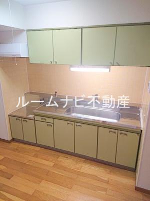 【キッチン】パークサイド・ヴィラ