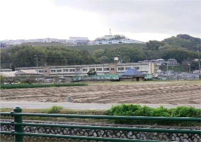 箕島小学校まで750m