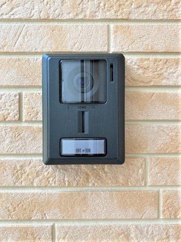 インターホン。ライト点灯・拡大機能で来訪者の顔をしっかり確認。録画機能あり。※イメージです。