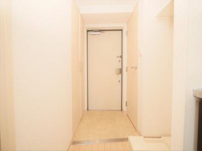 明るい玄関です