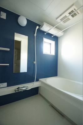 ゆったりとしたサイズのバスルーム