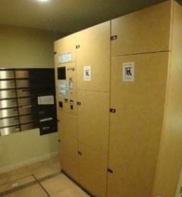 宅配ボックスとメールボックスです。