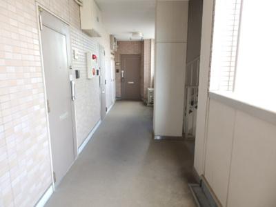 【玄関】ブルージュ・TAKASONE